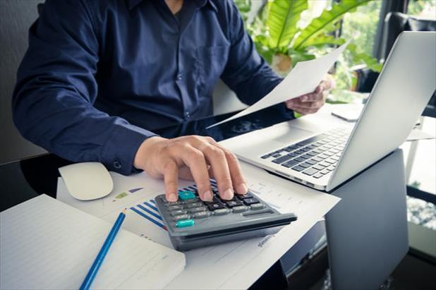 Recruiter calculating hiring budget