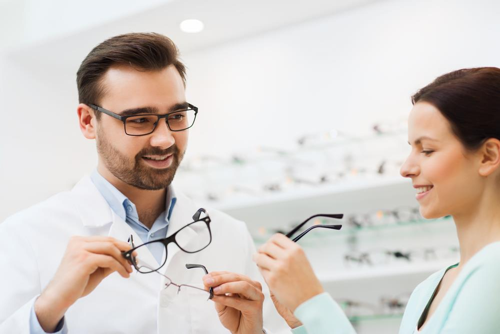 Optician training and education requirements