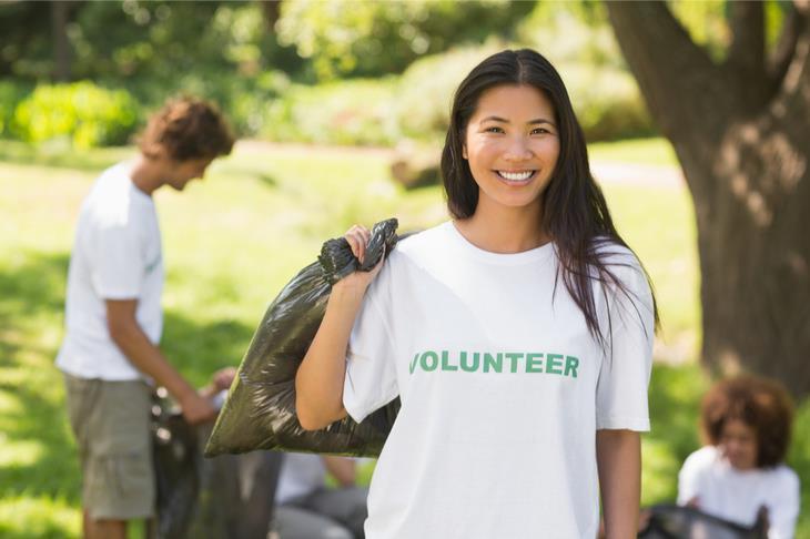 volunteer cleaning up trash