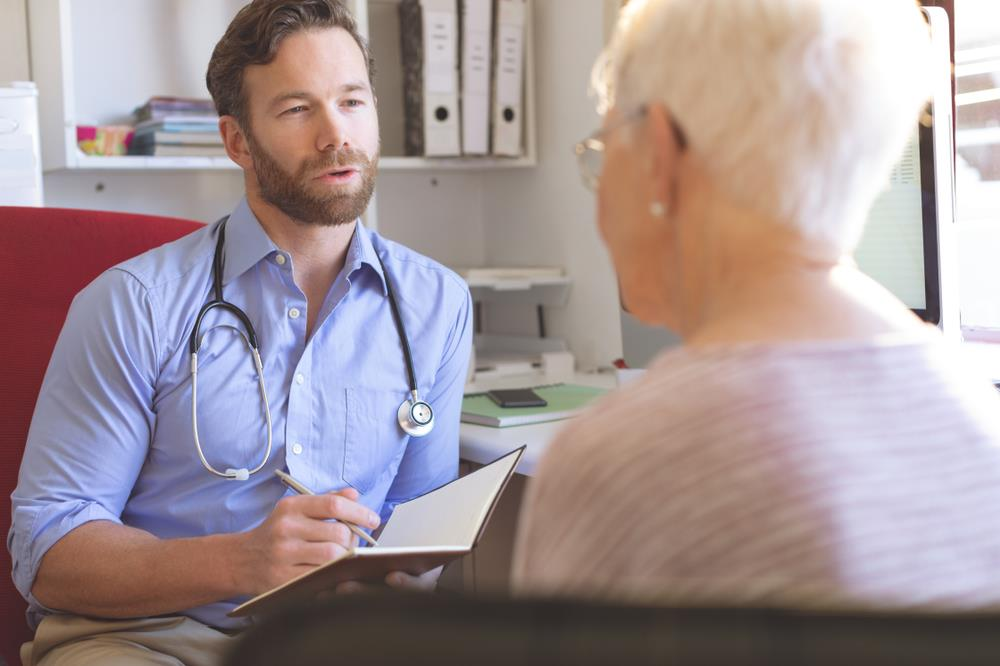 nurse practitioner meeting with an elderly patient