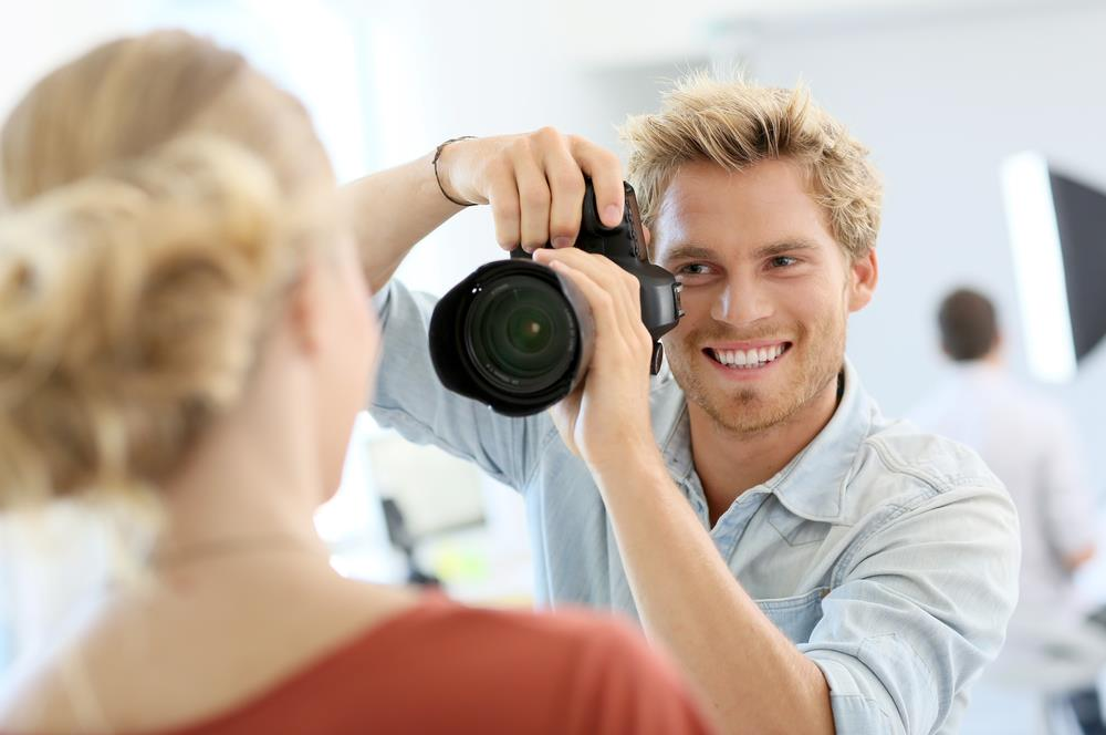 A friendly photographer gets ready to snap a great headshot