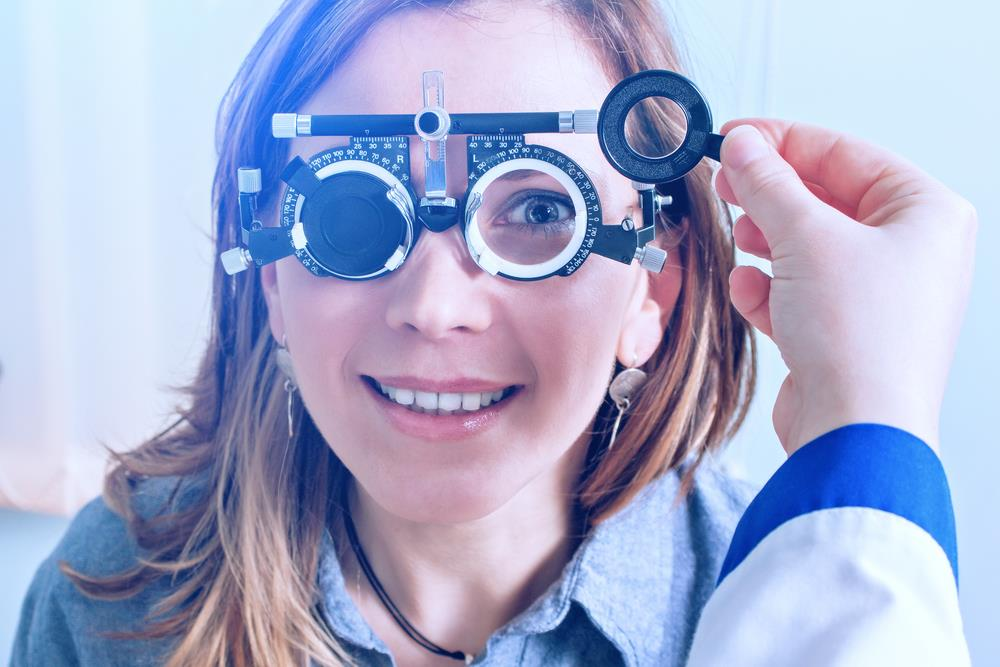 woman in messbrille glasses being tested by an orthoptist