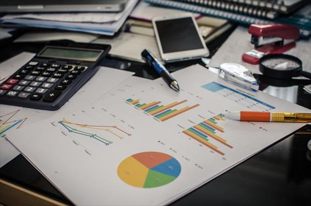 An internal recruiter's finances used to maximize their recruiting budget