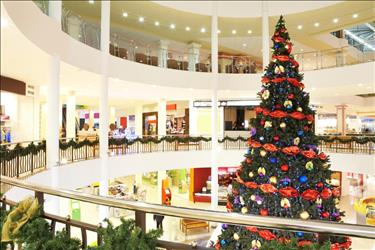 shopping mall decorated for the holidays