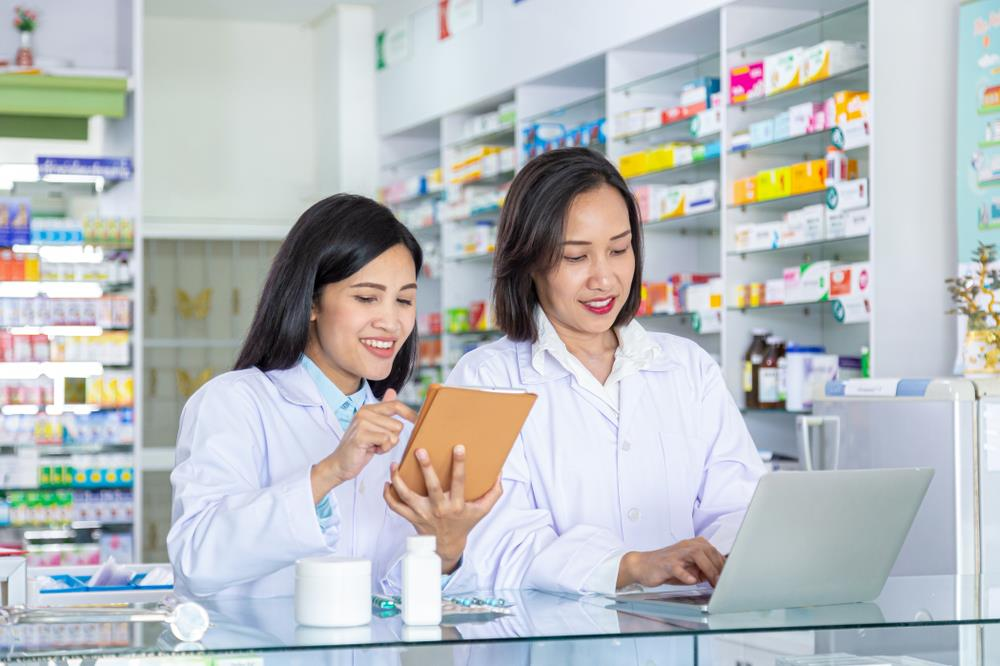 pharmacy manager and pharmacy team member working together