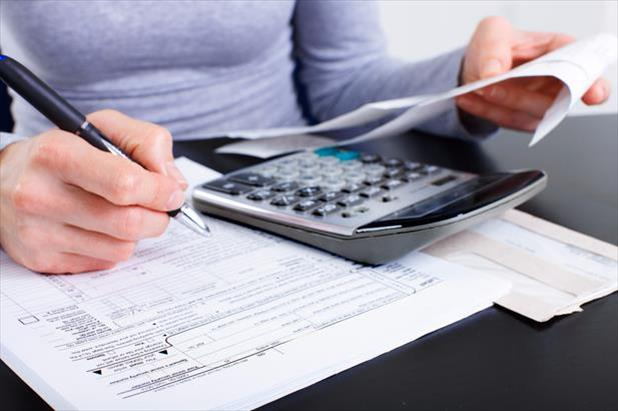 Professional maximizing job search deductions on their taxes