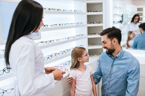 Optician providing excellent customer service, which is one of the most sought-after optician qualifications.