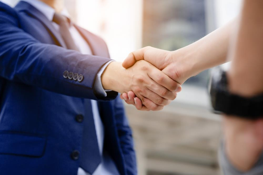 job seeker shaking hands with a new contact