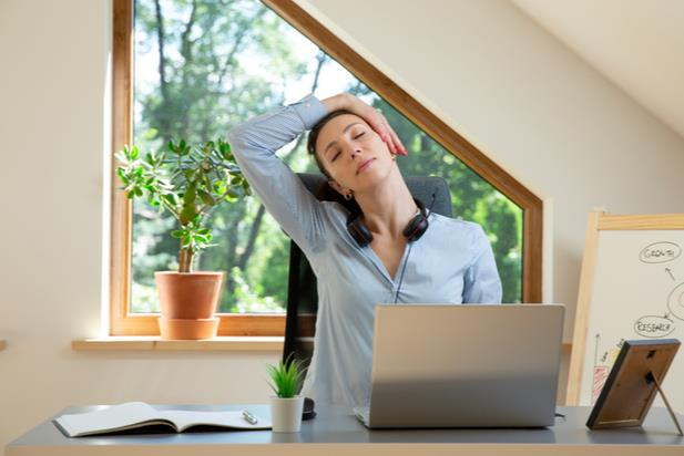 worker with neck pain at desk