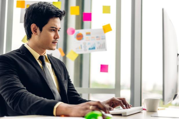 job seeker looking for work online
