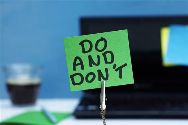 """Do and Don't"" written on sticky note"