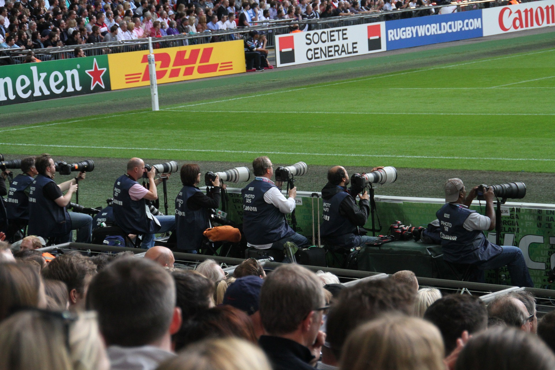 becoming a sports photographer